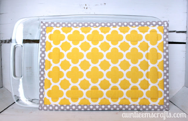 http://www.auntieemscrafts.com/large-hot-pad-tutorial/