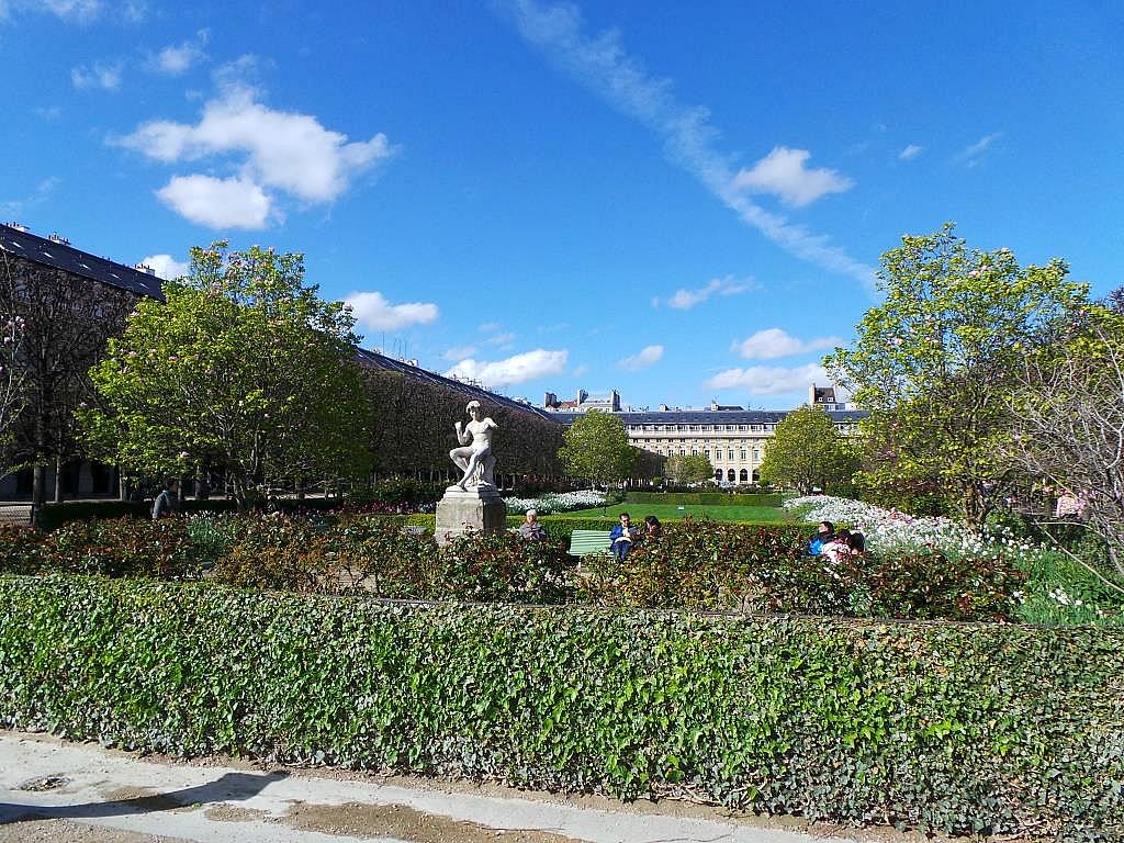 Les confidents de michel goulet dans les jardins du palais for Le jardin du michel 2016