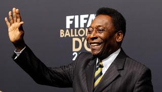Com dificuldades físicas, Pelé não consegue mais nem ficar de pé