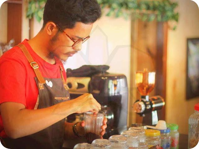 De Lima Coffee Saumlaki Suguhkan Kopi Organik Pilihan