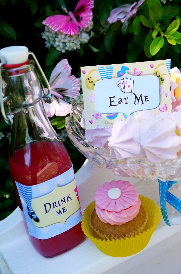 "Alice in Wonderland Inspired ""Un-Birthday"" Tea Party drinks - BirdsParty.com"