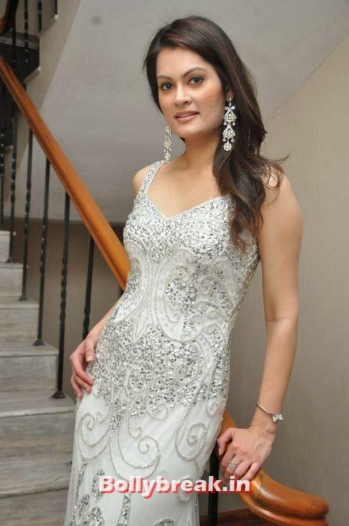 Angela Kumar Photo Gallery In White Dress - 12 Pics-1717