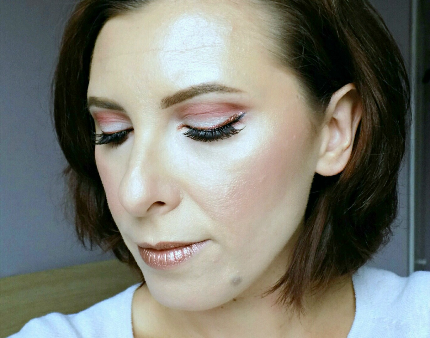 Makeup look: metallic eye liner & metallic lips