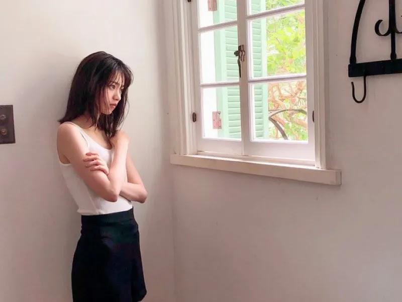 Nishino Nanase tampil di sampul majalah White Graph
