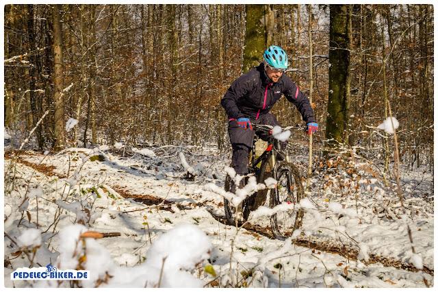 eBike fahren bei Matsch und Schnee macht mit der richtigen Ausrüstung Spaß!