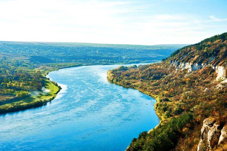 Denize erişimi olmayan Moldova'da halk Pripyat ve Dinyester gibi nehirlerde yüzülmektedir.