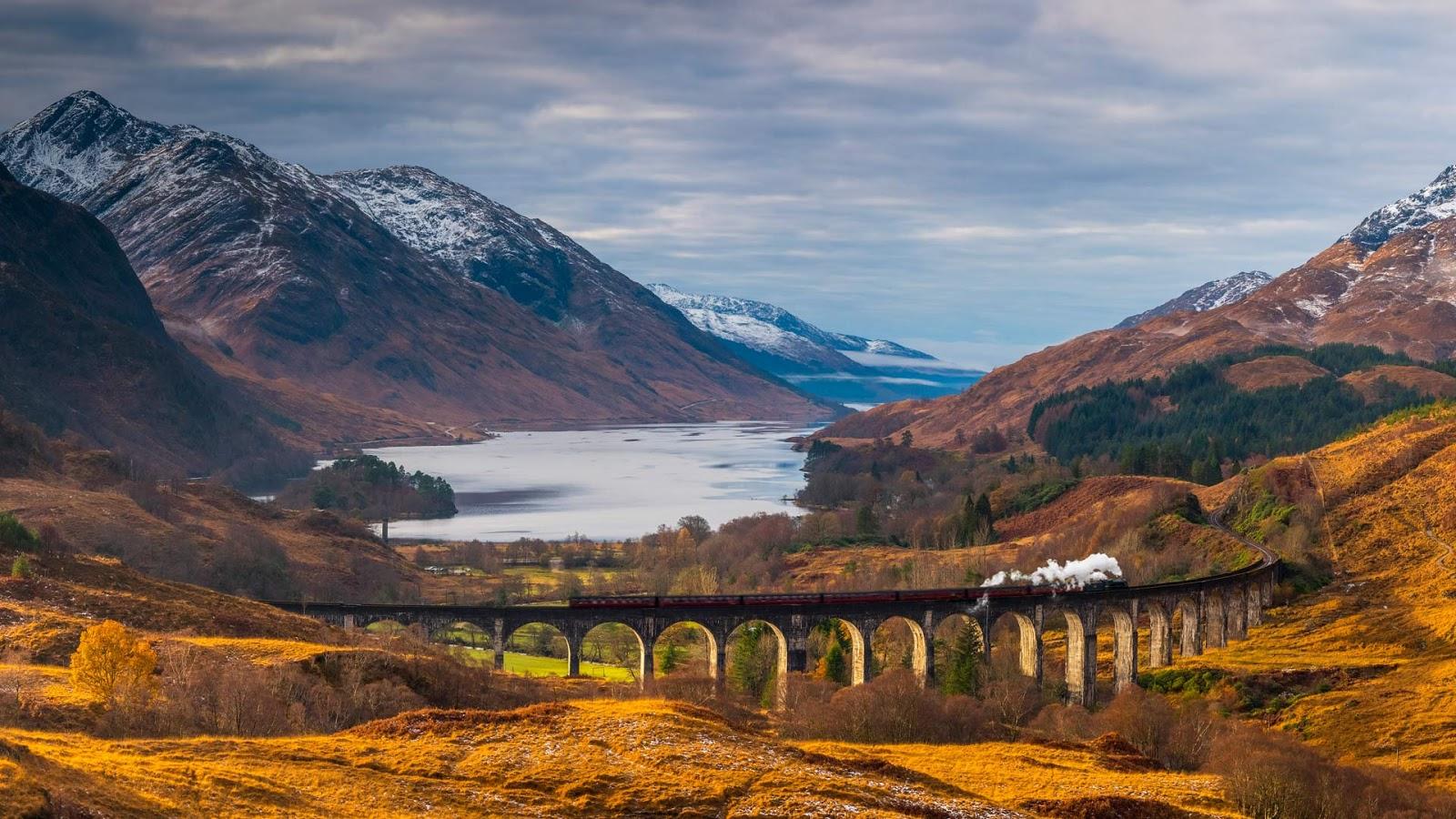 The Glenfinnan Viaduct in Scotland © Jon Arnold/DanitaDelimont.com