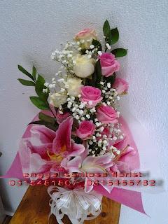 rangkaian bunga tangan mawar holland