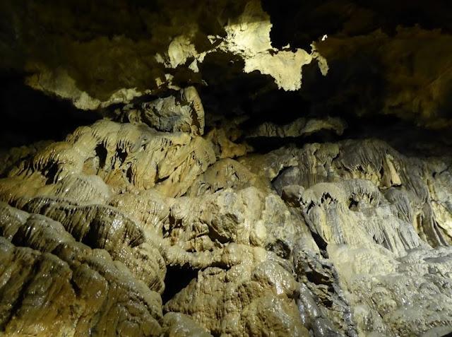 conformazioni nella grotta del vento