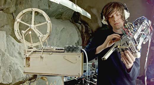 Obsesionante música creada con dos nuevos instrumentos por Martin Molin
