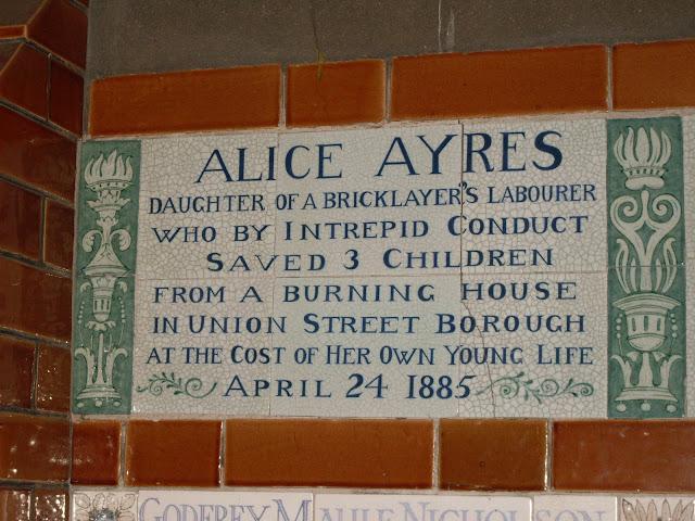 Placa de Alice Ayres, que aparece no filme Closer, com Natalie Portman