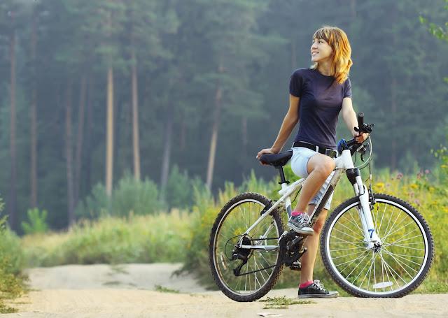 Mengayuh Sepeda