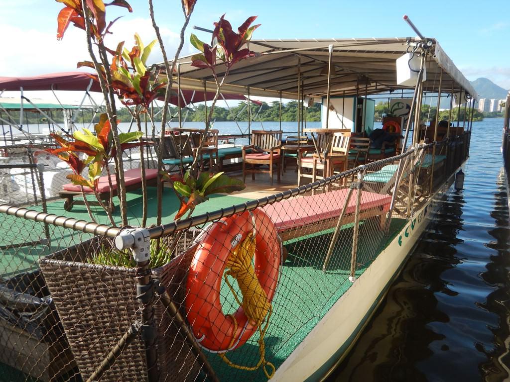 Passeio de balsa na Lagoa de Marapendi