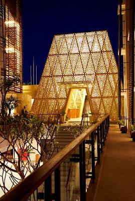 tampak lobby hotel Ananta Legian Bali dengan krawangan GRC ukiran Bali
