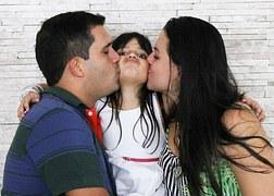 Ποιον αγαπάς πιο πολύ; Τον μπαμπά ή τη μαμά;
