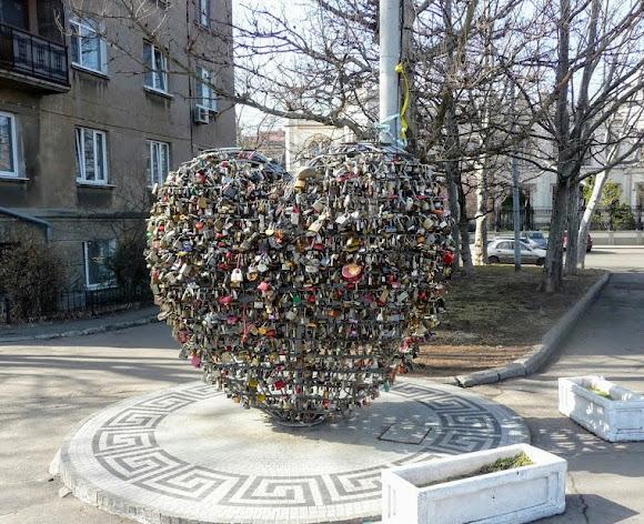 Одесса. Конструкция «Сердце влюблённых»