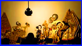 Wayang Kulit  Hidup di daerah Jawa Tengah dimainkan oleh seorang dalang.