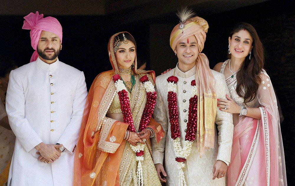 Saif Ali Khan and Kareena Kapoor Khan with newly weds Soha Ali Khan and Kunal Khemu