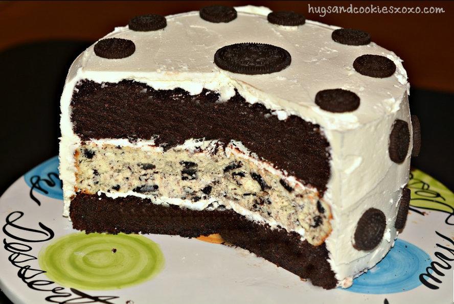 Layered Cookie Cake Recipes: POLKA DOTTED TRIPLE LAYER OREO CHEESECAKE