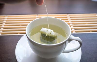 green tea bags keep lips smooth