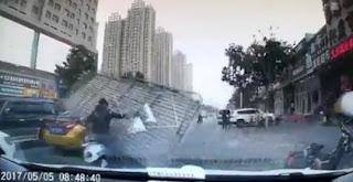 شاهد بالفيديو  مادا وقع  لسائق  تم نقل السائق للمستشفى بعد هذه الصدمة