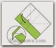 Bước 4: Từ vị trí mũi tên, mở lớp giấy ra, kéo và gấp lớp giấy xuống.