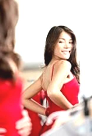 Gambar wanita doyan bercermin