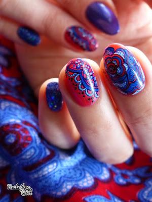 Nail Art - Fleur en dentelle rouge et bleue par Nails Arc en Ciel