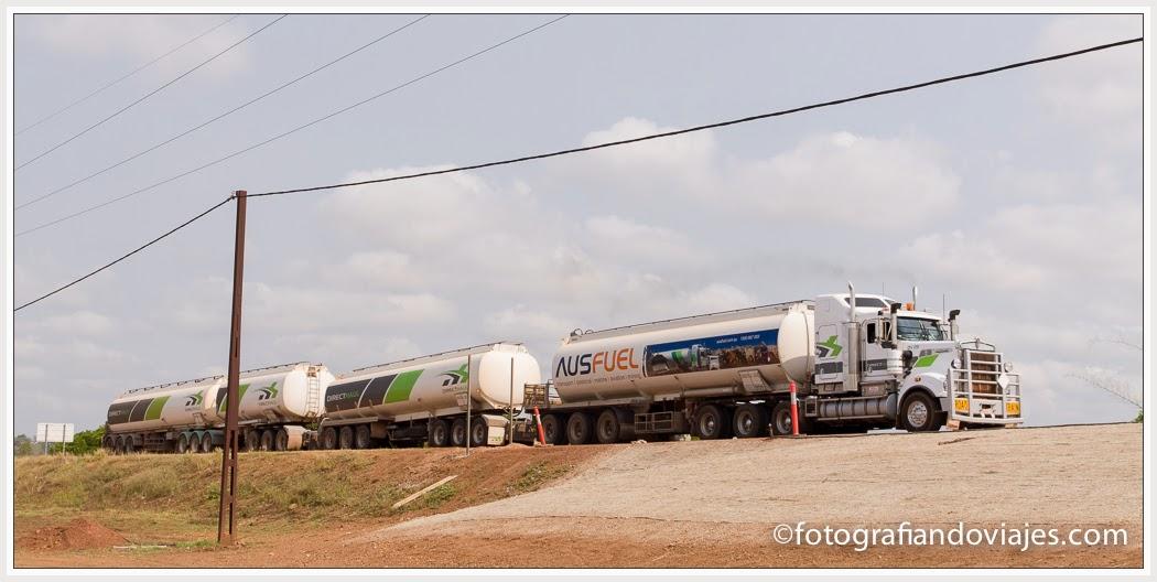 camiones tren en el outback australiano