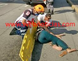 Mujer se avienta de puente peatonal Veramar en el puerto de Veracruz