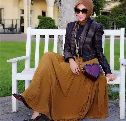 Hijabers Padu Padan Rok Lipit Hijab Titania