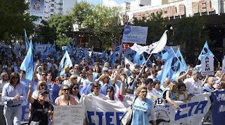 Columnas de maestros de todo el país confluirán en Plaza de Mayo, en reclamo de la paritaria nacional