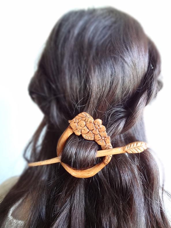 Accesorios de madera para el cabellos inspirados en el folklore por Isil Akalan