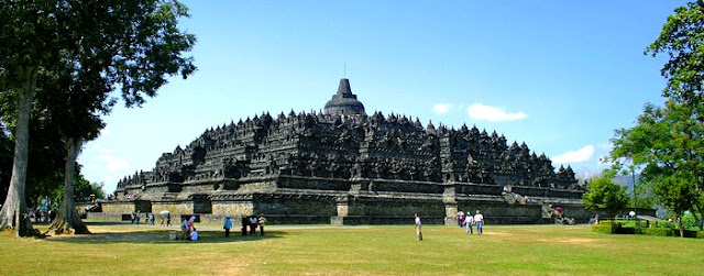 candi borobudur traveloka