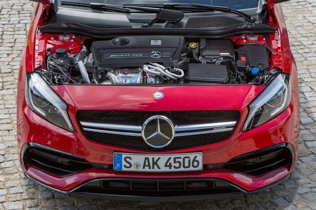 Động cơ Mercedes AMG A45 4MATIC 2018 được người tạo ra nó ký tên