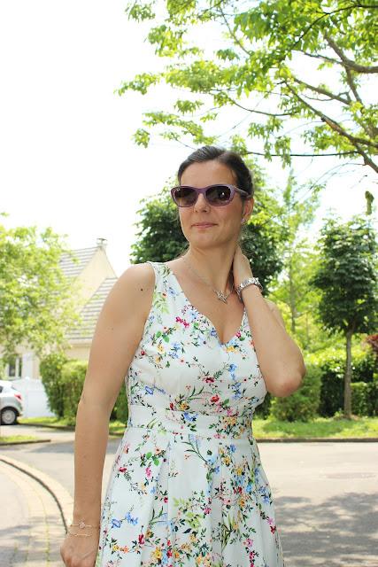 robe à fleurs naf naf, escarpins beige