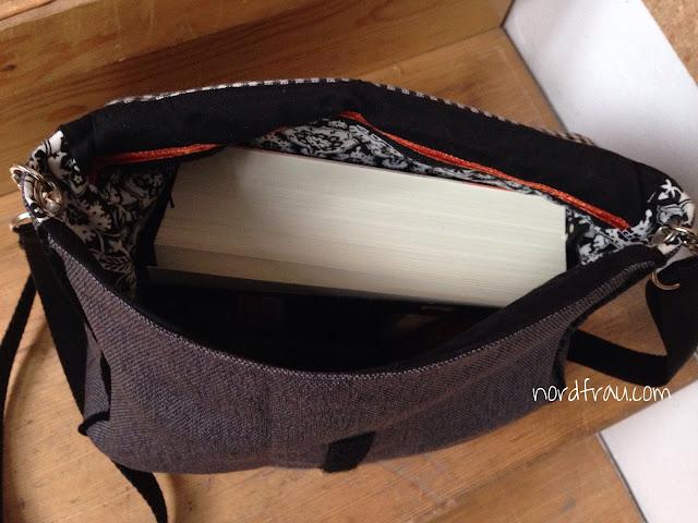 Innenansicht Zirkeltasche mit Buch