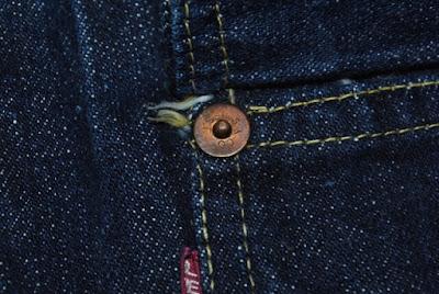 ヴィンテージリーバイス506xxの胸ポケットに取り付け強化用のリベット