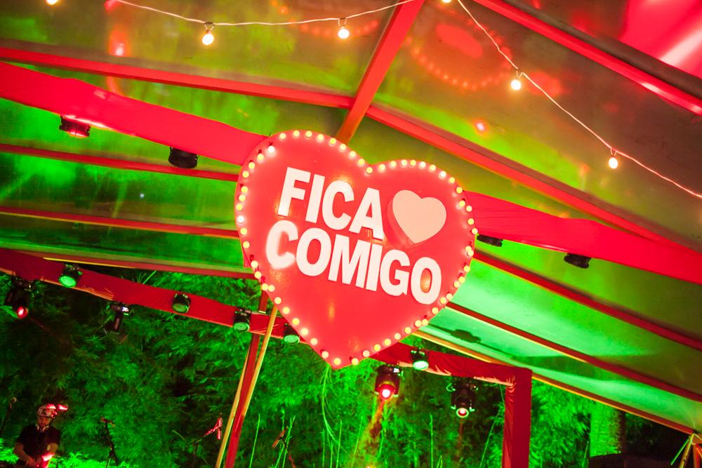 FICA COMIGO TRAZ FESTA EXPLODE CORAÇÃO A CURITIBA 713cc5e6b4