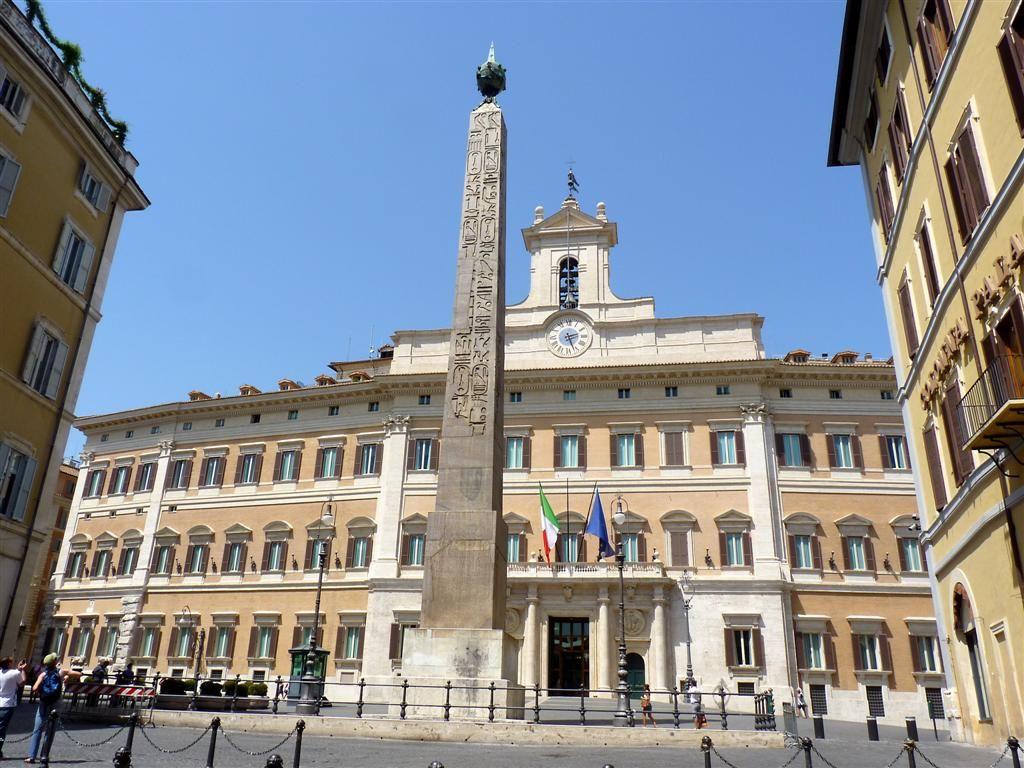 Di qua e di la i palazzi della repubblica italiana the for Palazzo camera dei deputati