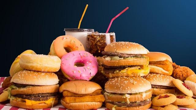 Konsumi i Ushqimit të Keq lidhet me dëshirën për Alkol, sipas studimit