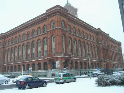 Rotes Rathaus (Ayuntamiento Rojo), Berlin, Alemania, round the world, La vuelta al mundo de Asun y Ricardo, mundoporlibre.com