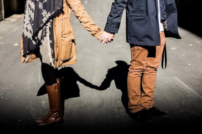 7 Tip Kembalikan Aura Romantis Suami Isteri