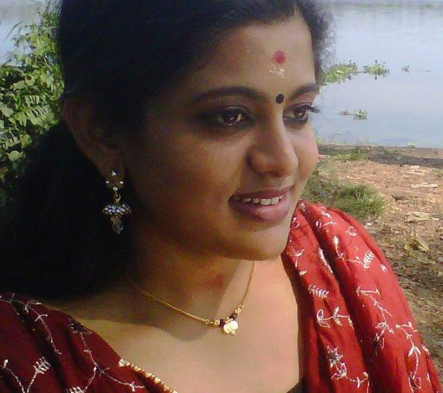 Malayalam Serial Actress Veena Nair Hot New Photos In