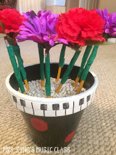 Pencil problems in your classroom? This clever teacher craft may be just the pencil solution that you are looking for. Provide pencils for your students and brighten up your teaching space. Elementary, high school or even in the main office, this handy DIY idea will be popular.