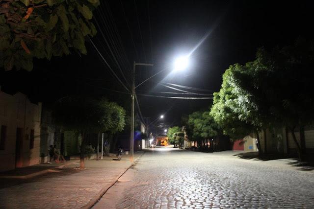 Continua a manutenção e troca de luminárias em Tabuleiro do Norte