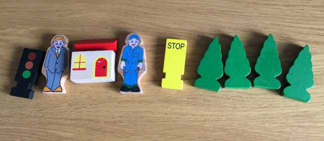 Wilko-choo-choo-loco-accessories-two-men-four-trees-signals-and-station
