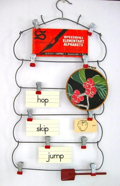 Papan inspirasi atau memo board terbuat dari bekas skirt hanger (gantungan rok)