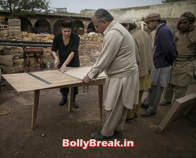 Interior designer Zahra Afridi talks to a carpenter at a workshop on the outskirts of Islamabad. , You will love these Pakistani Bold Women of 2014
