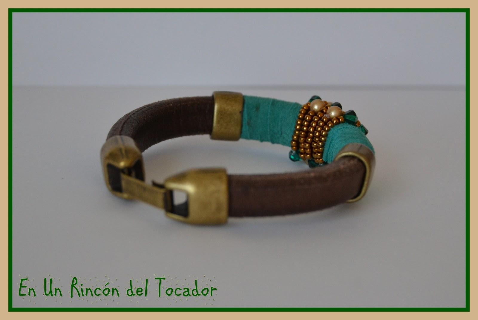 c24fa0ca96fb En un rincón del tocador: Pulsera Cuero Regaliz Verde-Dorado